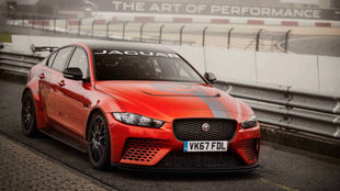 El Jaguar XE SV Project 8 pilotado por Vincent Radermecker en...