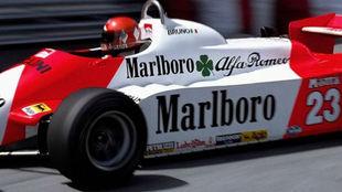Bruno Giacomelli, con el último chasis y motor de Alfa Romeo, en...