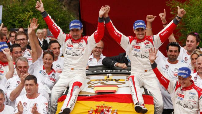 El dueto c�ntabro, celebrando su victoria con Citro�n en el Rally de...