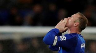 Rooney celebra uno de sus goles al Everton.