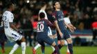 Cavani y Neymar se lamentan de una ocasi�n fallada.