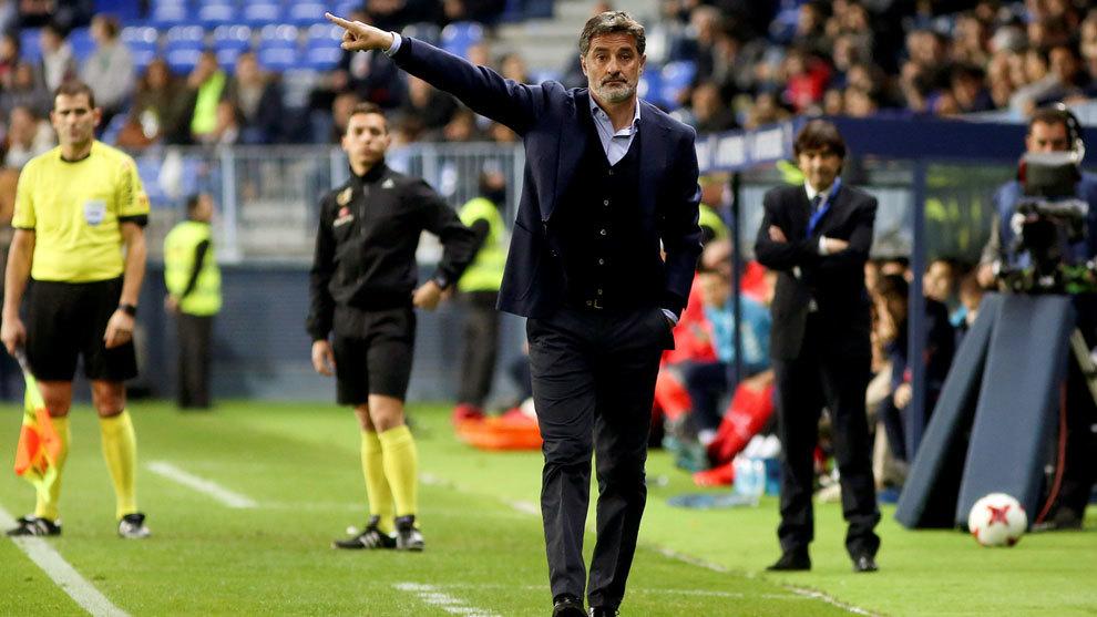 Míchel durante un entrenamiento del Málaga.