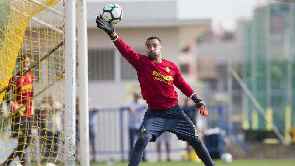 Asenjo, durante un entrenamiento con el Villarreal.
