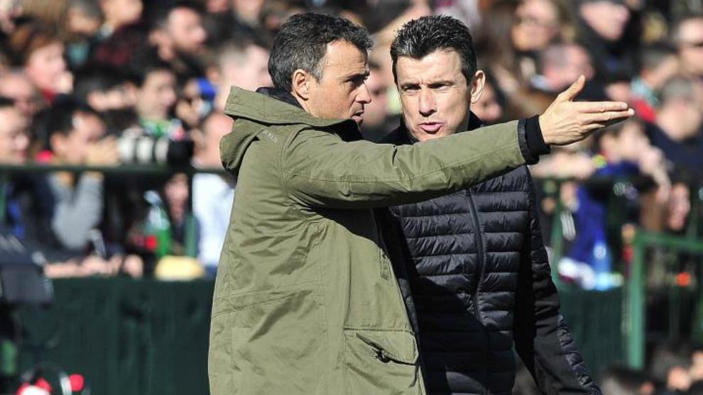 Unzué habla con Luis Enrique durante un partido en el Benito...