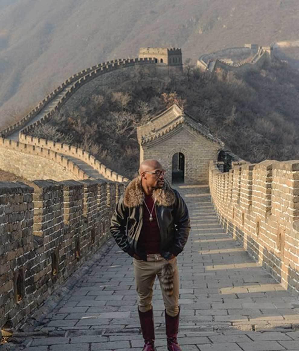 Floyd Mayweather en la Gran Muralla durante sus vacaciones de 3...