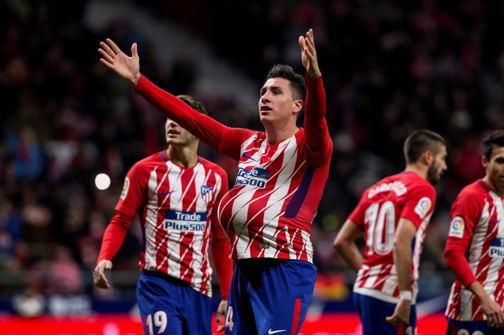 José María Giménez celebra luego de marcar en el partido entre el...