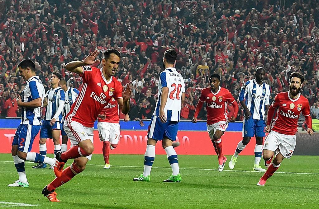 Jonas marca para el Benfica en un partido frente al Porto