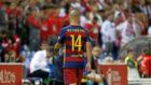 Javier Mascherano abandona un encuentro del Barcelona