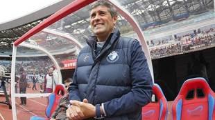 López Caro, en el banquillo durante un choque de la pasada temporada...