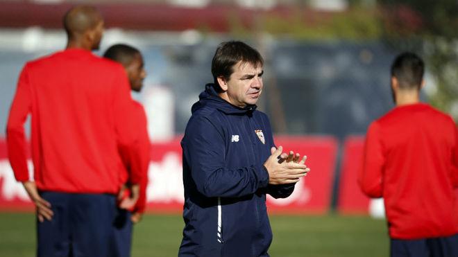 Marcucci, con N'Zonzi a su espalda, en el entrenamiento de este...