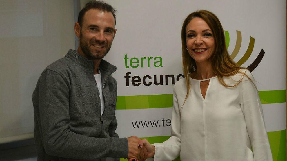 Alejandro Valverde y Ana López, tras el acuerdo de colaboración...
