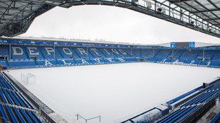 Estadio de Mendizorroza cubierto de nieve.