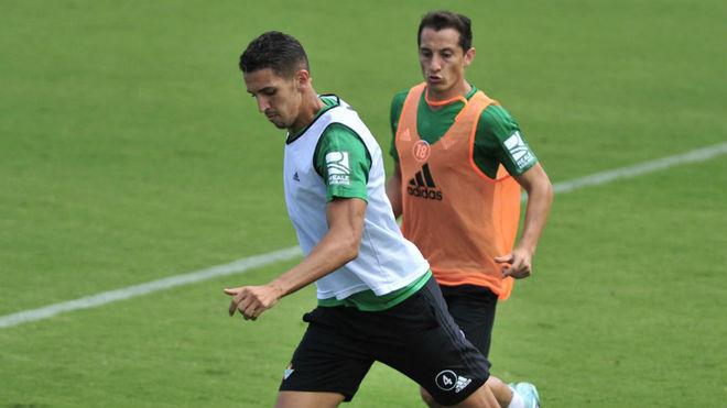 Feddal y Guardado, en un entrenamiento con el Betis.