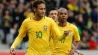 Neymar celebra un tanto con la selecci�n brasile�a.