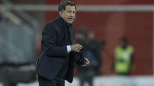 Juan Carlos Osorio en el partido ante Polonia.