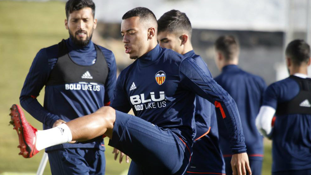 Rubén Vezo, en primer plano, y Garay, en un entrenamiento del...