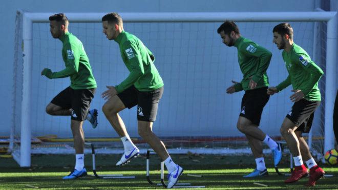 Feddal hace un ejercicio junto a varios compañeros este sábado.