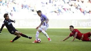 Jose Arnaiz, ante Aitor durante el Valladolid-Numancia del pasado...