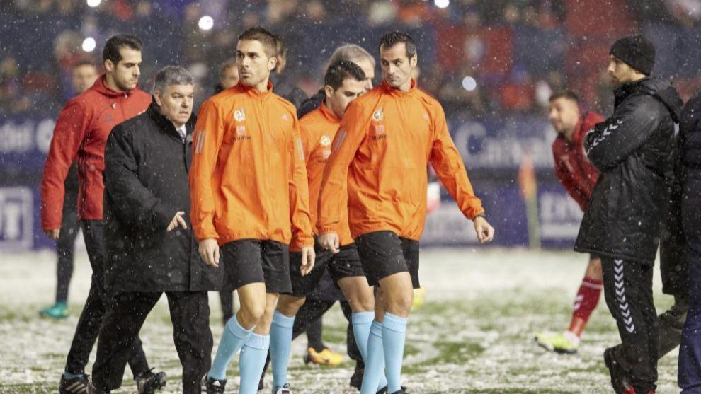 El árbitro suspendió el partido por la nevada en el Reyno de Navarra