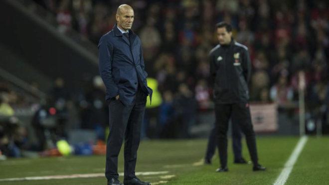 Zidane, en la banda de San Mamés