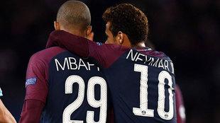 Mbappé y Neymar, en la victoria sobre el Celtic en la Champions...