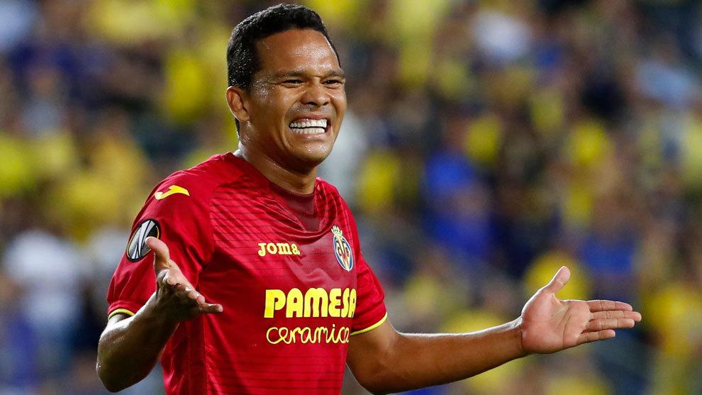 Bacca se lamenta en un partido del Villarreal
