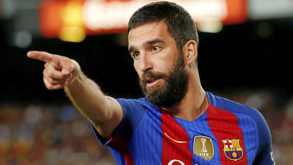Arda Turan celebra un gol del Barcelona