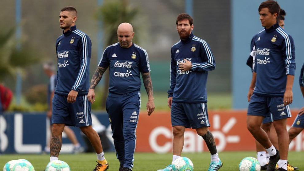 Icardi, Sampaoli, Messi y Dybala, en el entrenamiento de Argentina