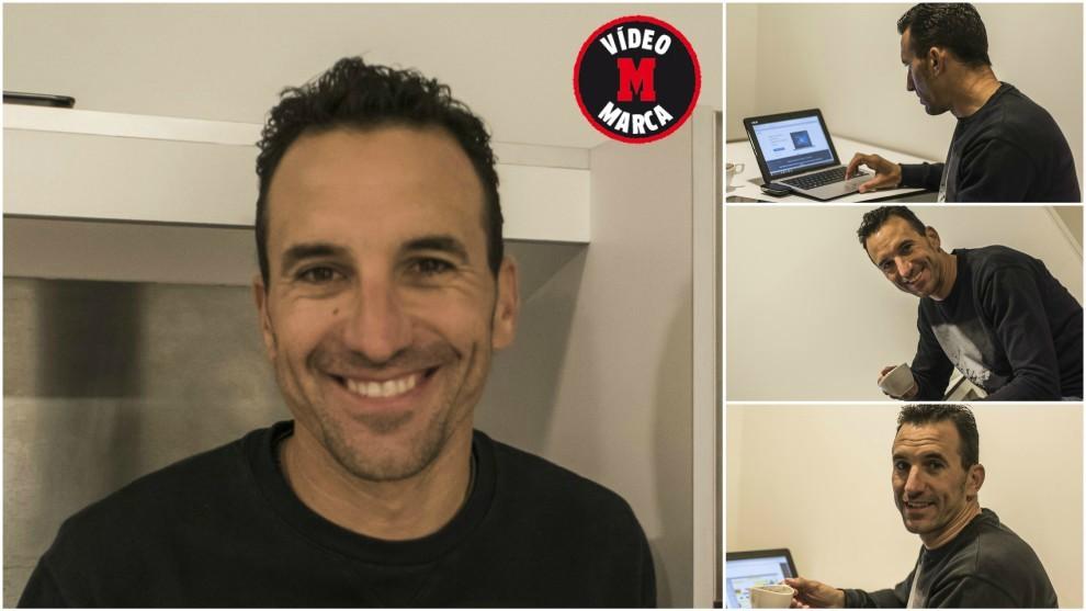 Rubén Plaza posa para MARCA en su habitación durante el 'stage' en...