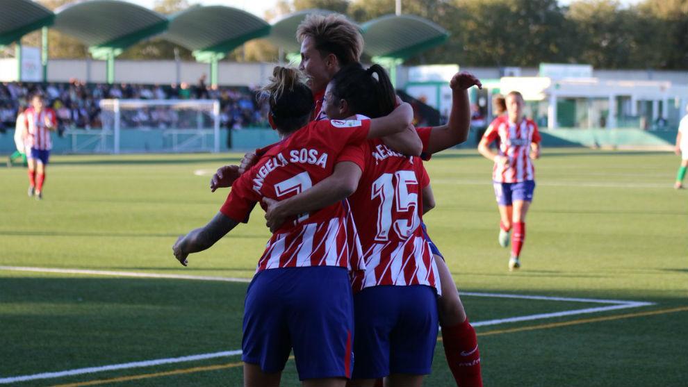 Las jugadoras del Atlético de Madrid celebran un gol ante el Sevilla.