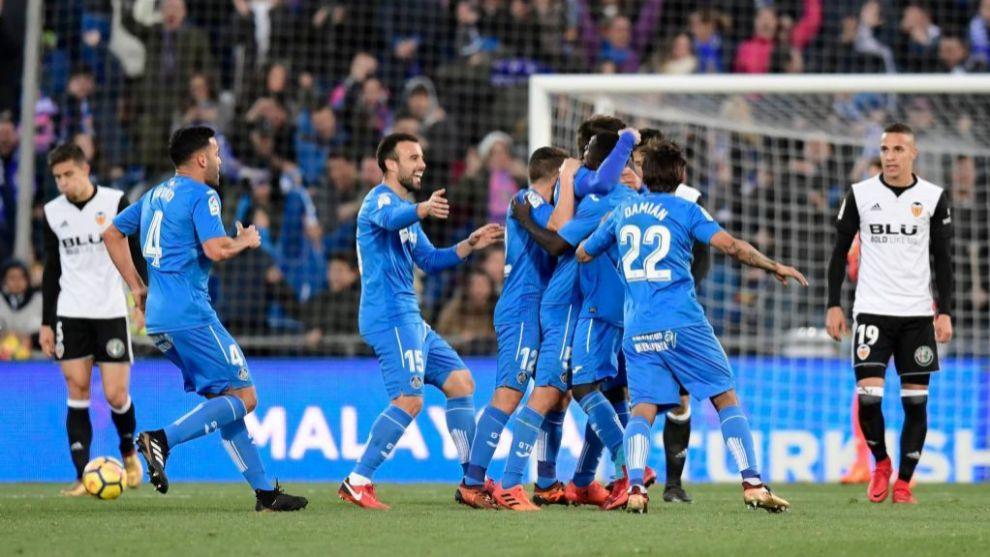 Los jugadores del Getafe celebran el gol de Bergara