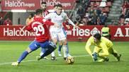 Cristian �lvarez se lanza a los pies de Rodr�guez en presencia de...