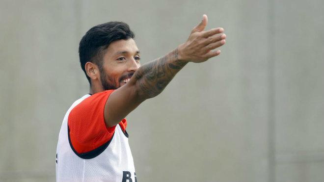 Garay, durante un entrenamiento con el Valencia.