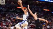 Stephen Curry mantiene el nivel MVP y somete a los Heat en 30 minutos