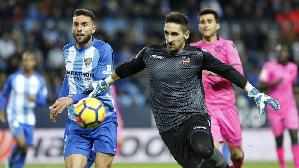 Oier, durante el partido que enfrentó a Málaga y Levante.
