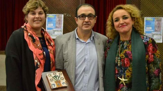 José María Galván, presidente de la Peña Bética de Osuna con el...