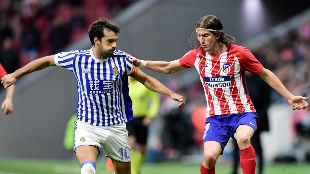 Xabi Prieto, junto a Filipe Luis en el partido entre el Atleti y la...