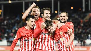 Los jugadores del Almería celebran un gol ante el Tenerife.
