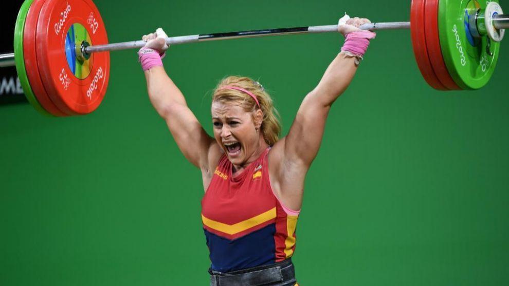 Lydia Valentín levanta la barra que le hace campeona del mundo