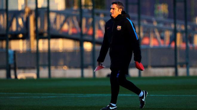 Ernesto Valverde, durante el entrenamiento del Barça.
