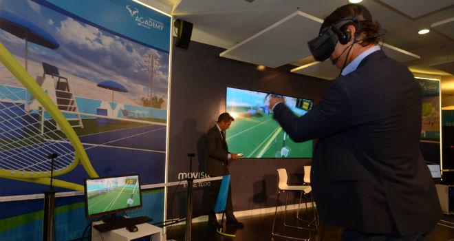 Rafa Nadal disfrutando del juego virtual que lleva su nombre.