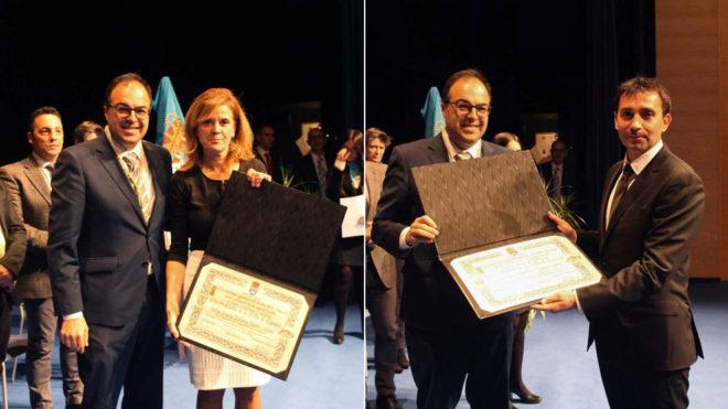 Victoria Pavón y Asier Garitano, recibiendo el premio.