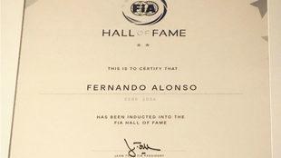 El diploma de Alonso.