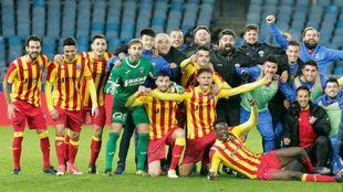 Los jugadores del Lleida celebran el pase a octavos ante la Real...