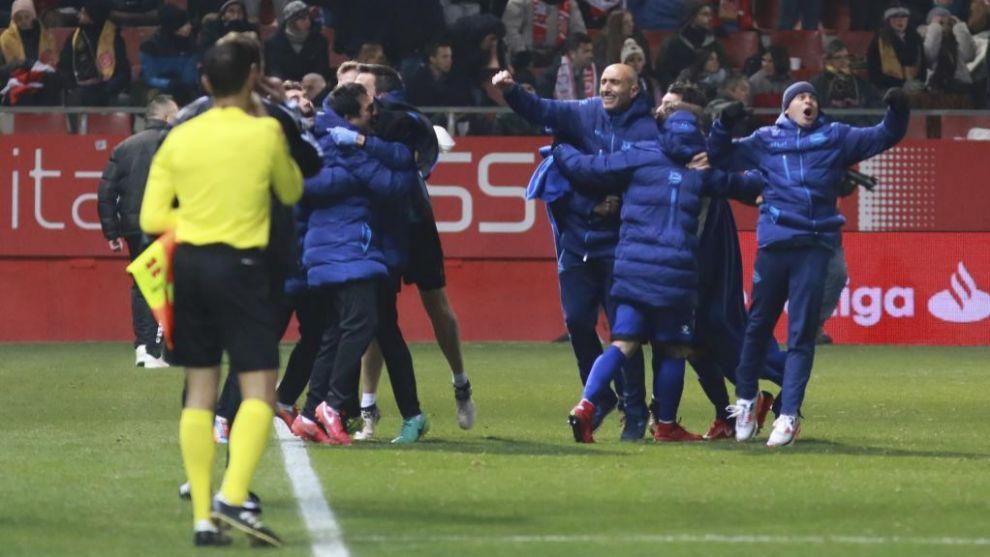 El Alavés celebró con fuerza el tercer gol de Ibai Gómez