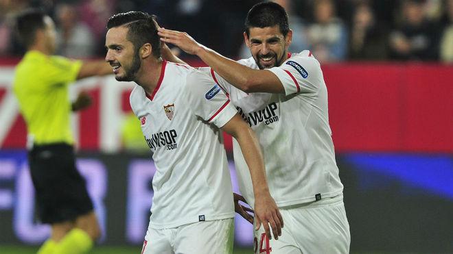Sarabia y Nolito bromean tras la remontada del Sevilla al Celta.