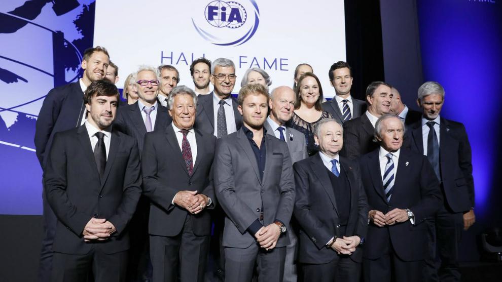 Los protagonistas de la gala, con Alonso a la izquierda.