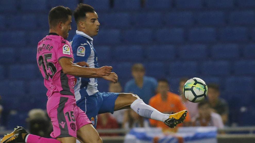Postigo junto a Jurado, durante el Espanyol - Levante de LaLiga.