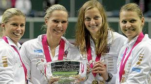 Hlavackova, Hradecka, Kvitova y Safarova, con la Copa Federación