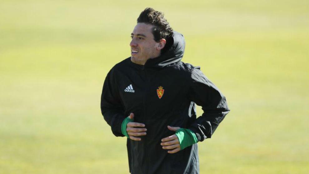 Cristian Álvarez realiza carrera continúa en un entrenamiento.